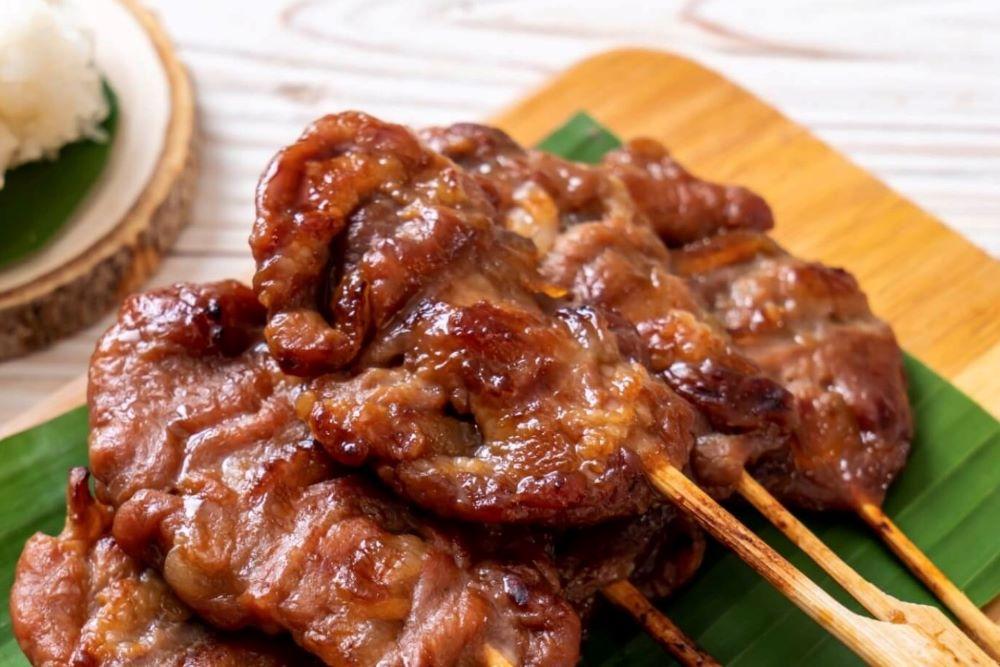 What do Thais eat for breakfast?
